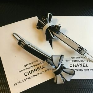 Bundle of 2 vip  gift hair clips
